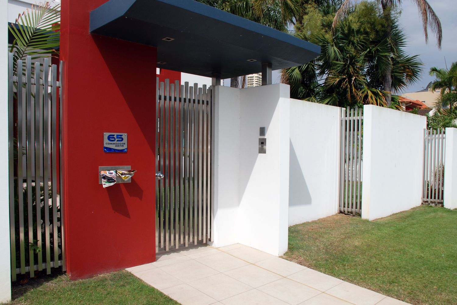 Residential stainless front fence panels
