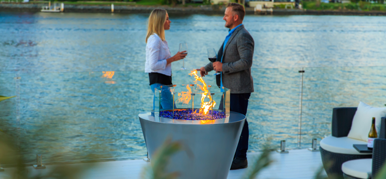 Outdoor entertaining gas round fire pit