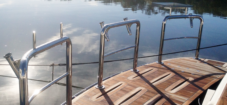 Southern stainless stern and duckboard ra