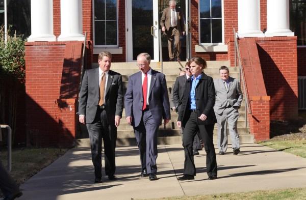 Gov. Bentley visits Fort Payne Monday, $800,000 in grants