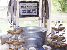 CI-Virginia-Moon-picnic-party-pie-stand_s4x3_lg