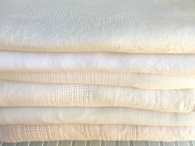 Cotton/Blend - Off-White Tablecloths (Top to Bottom)