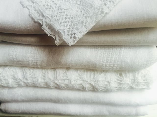 Cotton/Blend   White Tablecloths (Top To Bottom)
