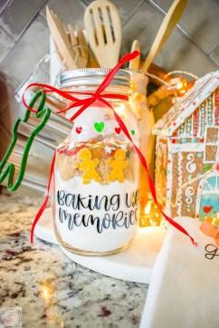 cricut, vinyl, diy Christmas gift, gifts, hostess gifts, cookie mix, mason jar gift, mason jar craft, diy crafts, mason jars, tea towel, diy tea towel, cricut tea towel, Christmas décor, kitchen décor, Christmas kitchen, diy cookie mix