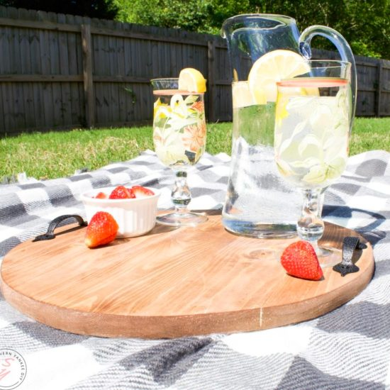 diy round tray, circular tray, wood working, farmhouse tray, diy farmhouse tray, modern farmhouse décor, blue ridge tools, diy wood working project, serving tray, hometalk