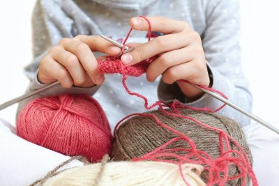 child-knitting-kid-learning-to-knit