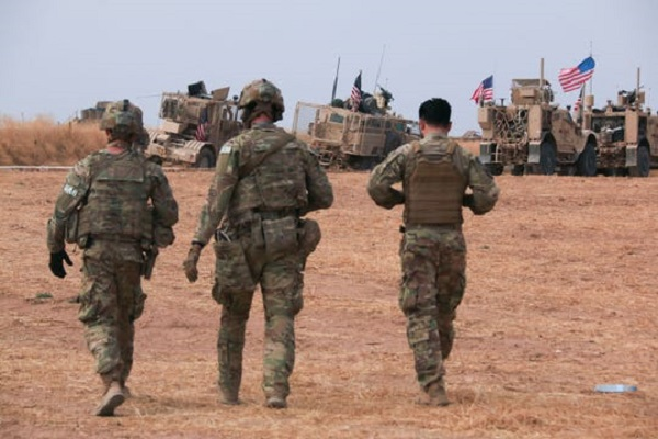 Americké jednotky zostanú v Sýrii na ochranu ropných polí pred ISIS