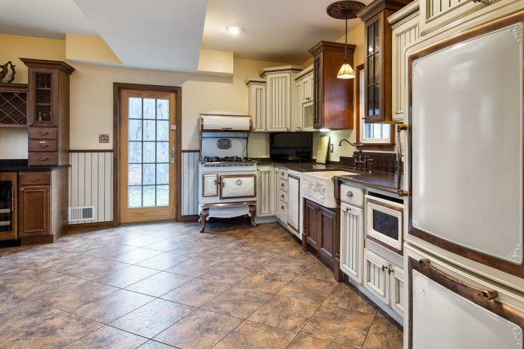 The kitchen of 261 Mullica Hill Rd