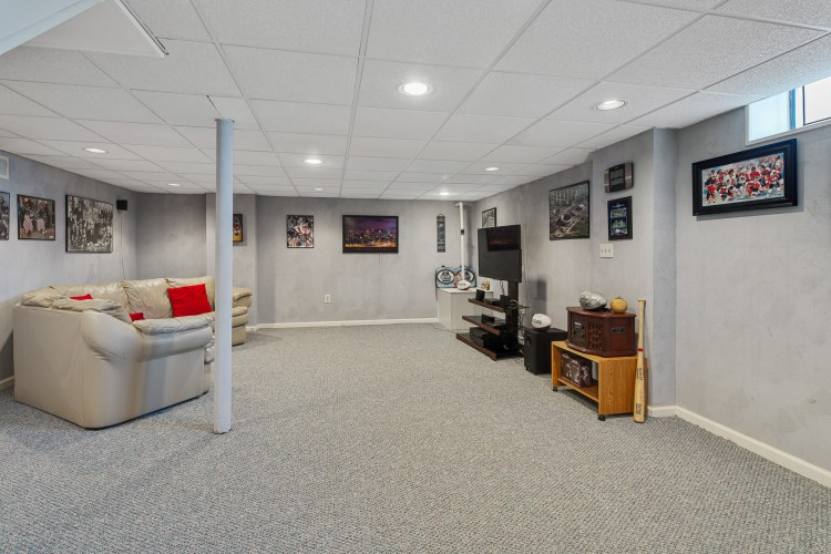 37 Upton Way has a full finished basement