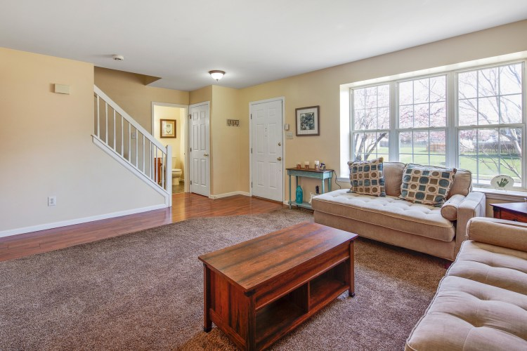 49 Woodduck Drive Mullica Hill lving room and foyer