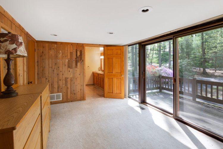 Master Bedroom Dressing Room 15 Springhill Road Mantua
