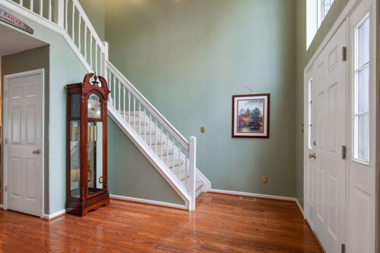 Foyer at 949 Twelve Oaks