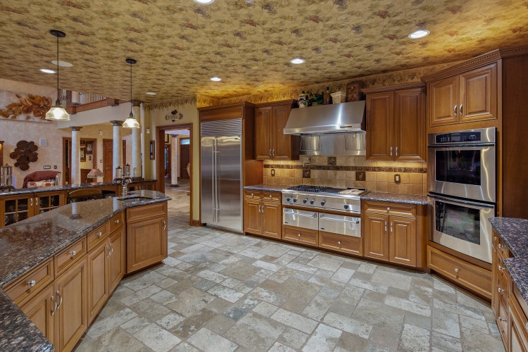 kitchen at 531 Shadowbrook Trail