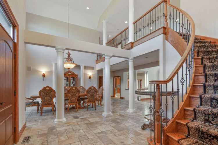 531 Shadowbrook Foyer