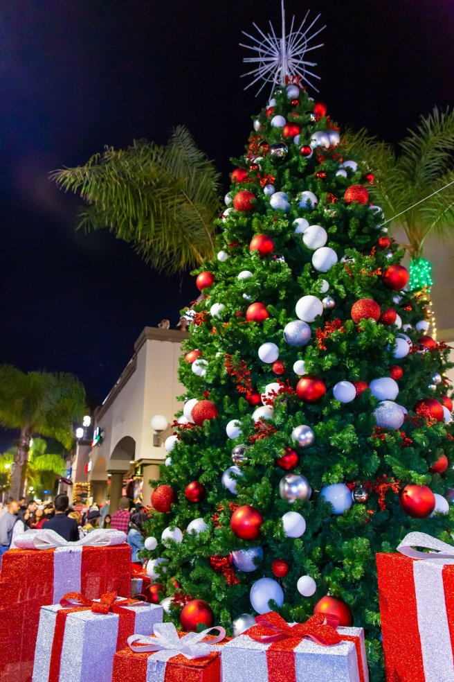 Huntington Beach Holidays Courtesy of HB Downtown & Surf City Nights