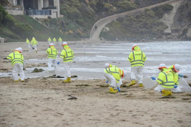 Corona del Mar State Beach Park Oil Spill Cleanup October 6 2021 Courtesy of (U.S. Coast Guard photo by Petty Officer 3rd Class Janessa Warschkow.)