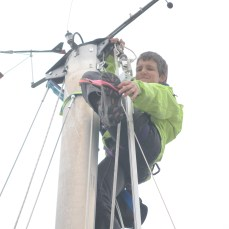 Silvia tied straps to the mast for added security