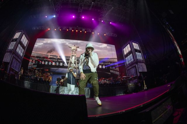 """WATCH: Eminem performs """"Fall"""" for the first time in Hawaii"""