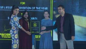 Sashi Nahata wins the SouthScope Lifestyle Award for organising the Best Exhibition of the Year.