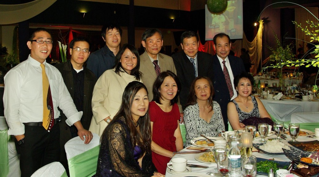 Photo of the Người Việt Tây Bắc newspaper staff and their family members.
