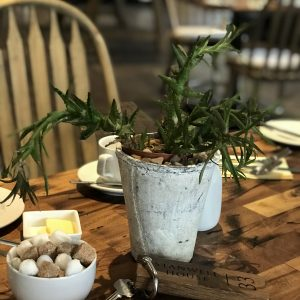 breakfast-table-at-stanwell-house-lymington