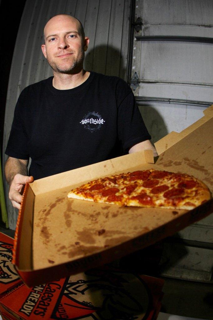 eric-visentin-bigo-serving-pizza-majer-lock-in-photo-wil-widner