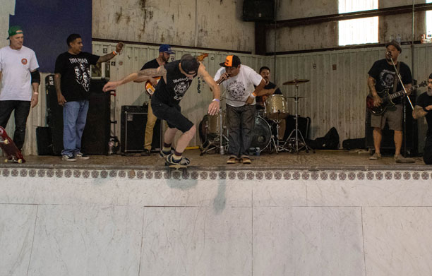 old-man-bowl-jam-2019-corey-thornhill-backside-disaster-los-de-verdad-band-photo-jose-h-martinez