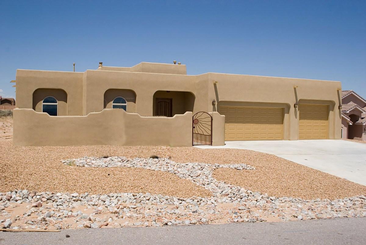 Before-Front Southwest Style Yard