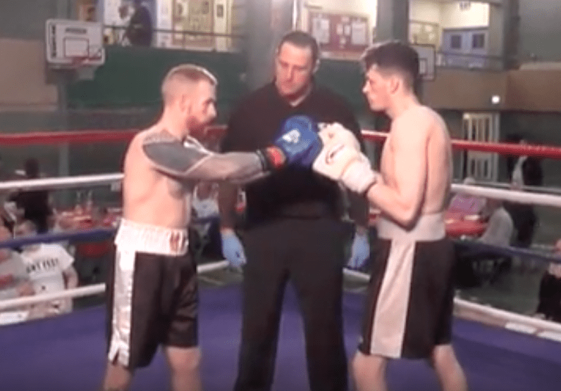 Arron Mullis Vs Sam Leach