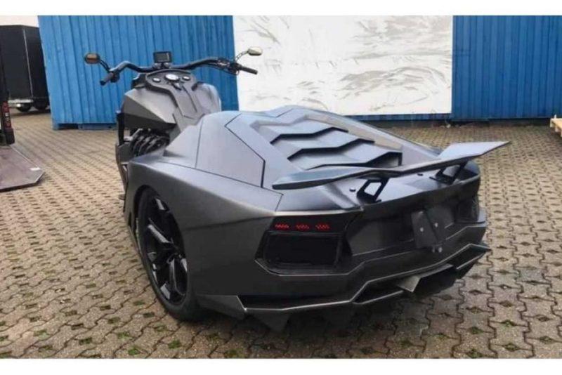 traseira de um Lamborghini Aventador