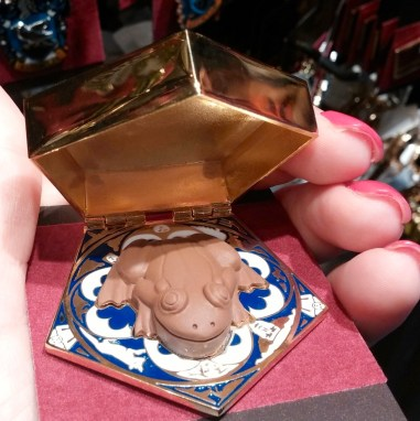 harry potter souvenir Chocolate Frog Hinged Pin with scented plastic frog inside