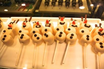 Frozen Olaf snowmen marshmallows on sticks