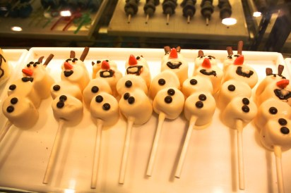 Frozen Olaf snowmen marshmallows on sticks