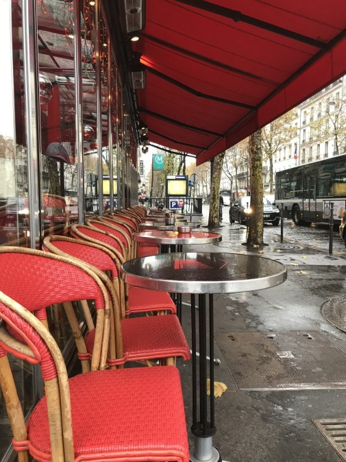 In the La Madeleine neighborhood you'll find typical Parisian cafes perfect for an afternoon cafe or glass of wine.