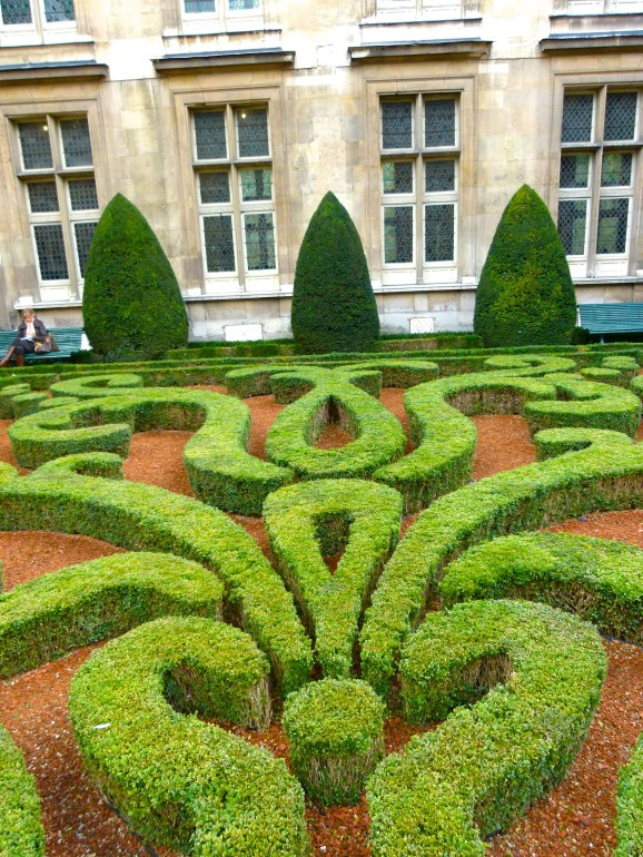 Musee Carnavelet, Marais, Paris gardens