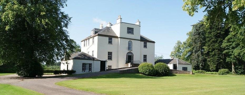 Airlie Castle