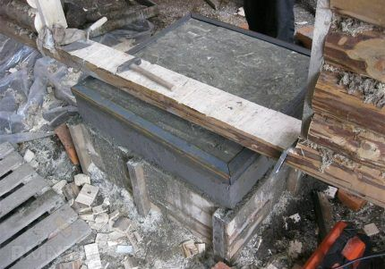 Monolitisk betongbas för byggnadspanna
