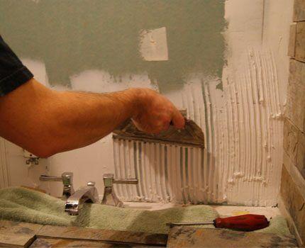 Yapıştırmadan önce duvarların hazırlanması