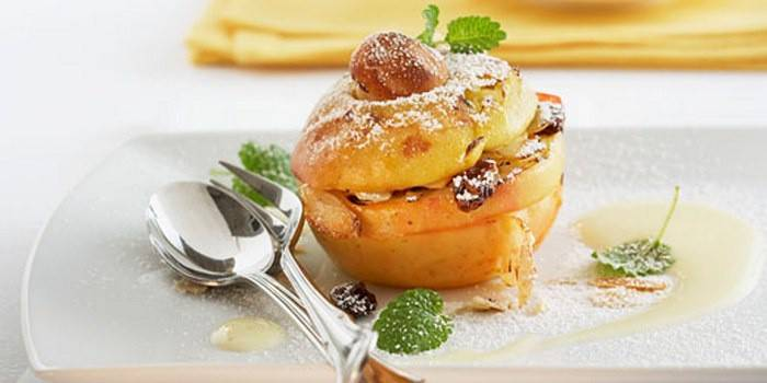 Baked apple dessert with filling
