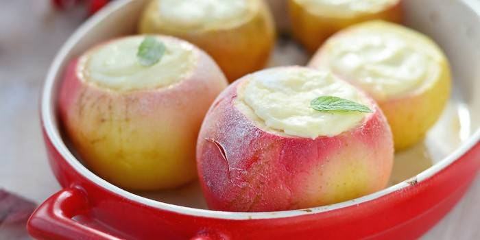 Baked apples with cottage cheese