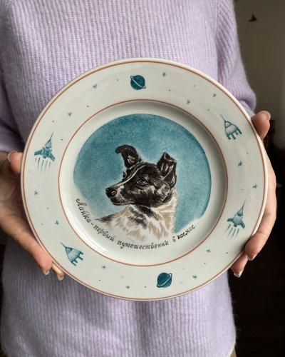 Assiette Porcelaine – Laika – Chien Cosmonaute