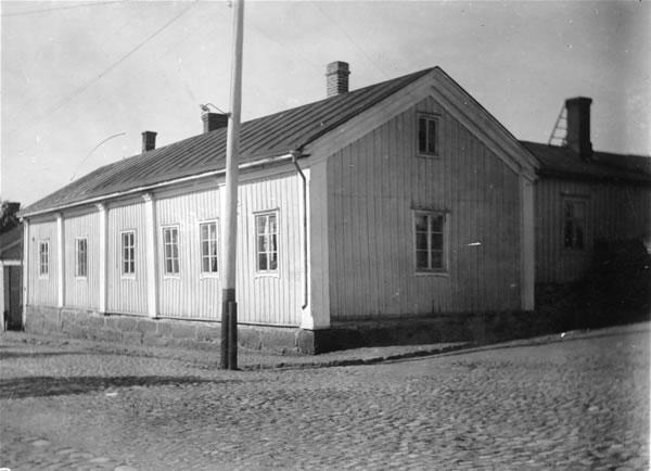 Ahlqvistin talo