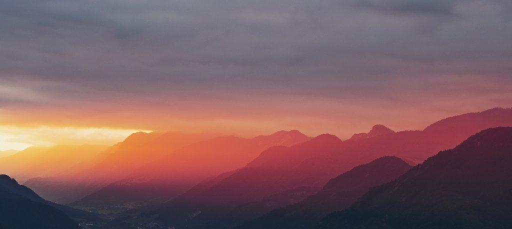 Sonnenaufgang in den Bergen