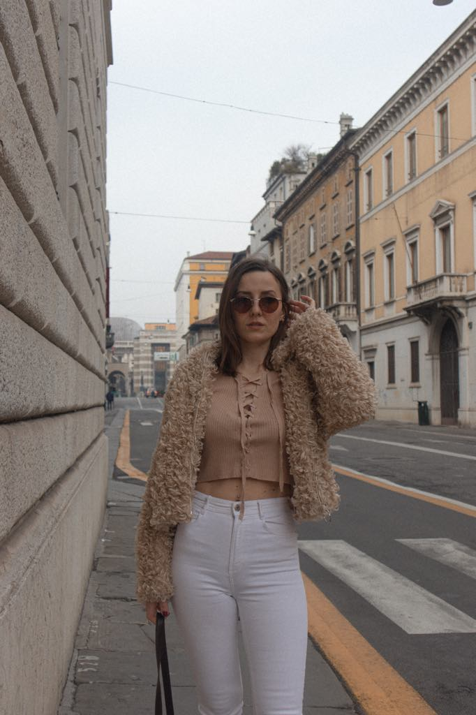 white-jeans-in-winter-soybell-isabell-zanoletti