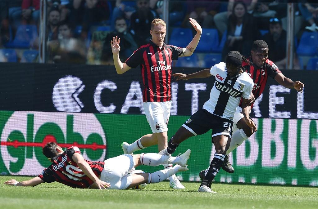 El Milan pincha en Parma y ve peligrar la Champions
