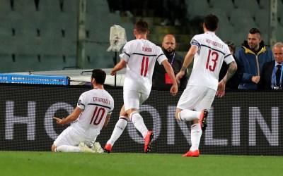 El Milan gana en Florencia y sigue aspirando a la Champions