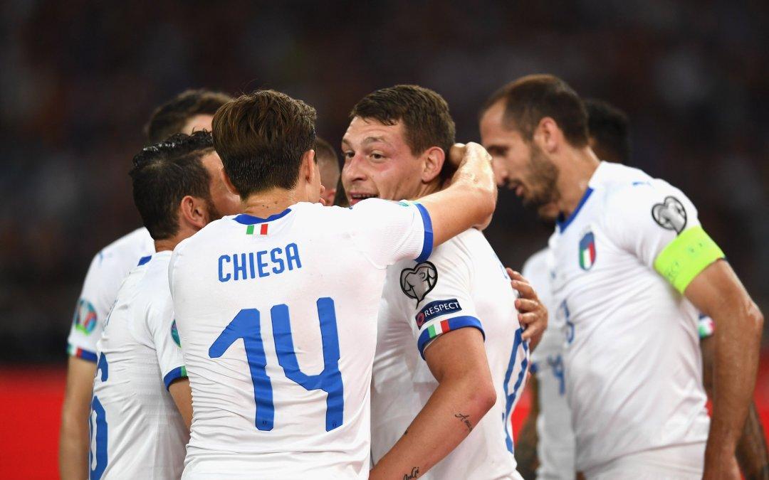 Italia vence y convence ante Grecia