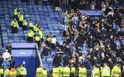 Arrestos tras una pelea entre aficionados del Leicester y el Napoli
