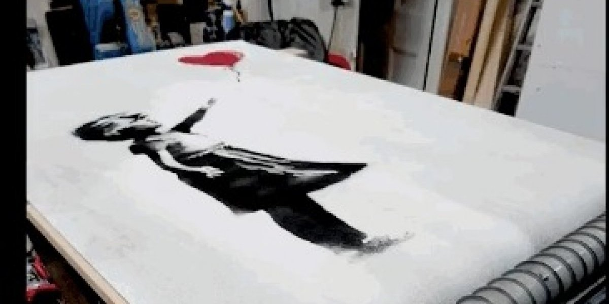 #VIDEO: Banksy demuestra que la autodestrucción de su obra no salió como estaba prevista