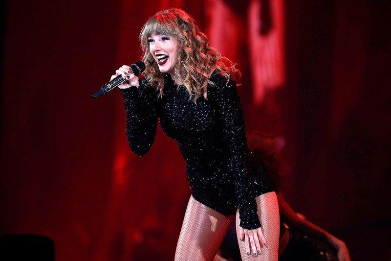 Taylor Swift celebra sus 29 años con el tráiler de su película